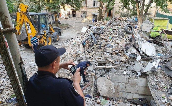 В центре Киева взрывом разнесло три гаража - фото 1