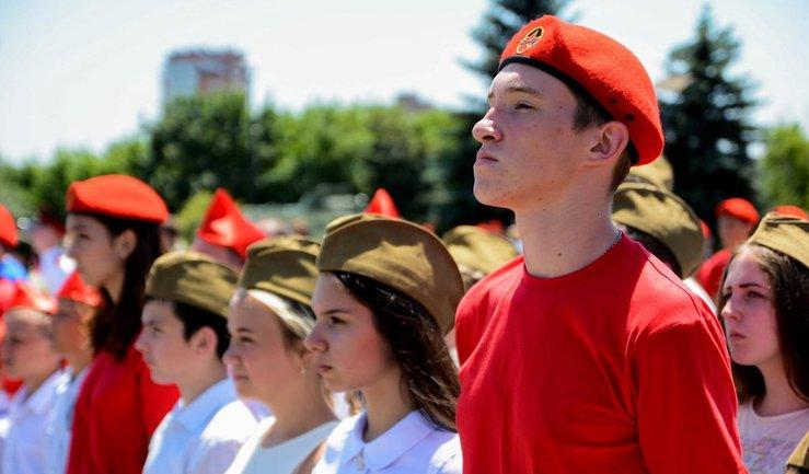 В Донецке 120 школьников привели к присяге террористов  - фото 1