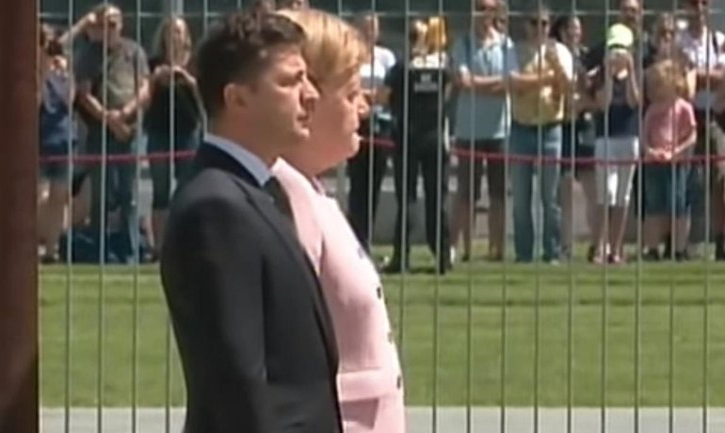 Ангелу Меркель жутко трясло во время встречи Зеленского в Берлине - фото 1