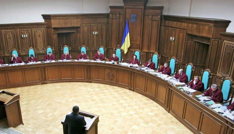 В КСУ не смогли прийти к единому мнению по поводу законности разгона Рады Зеленским - фото 1