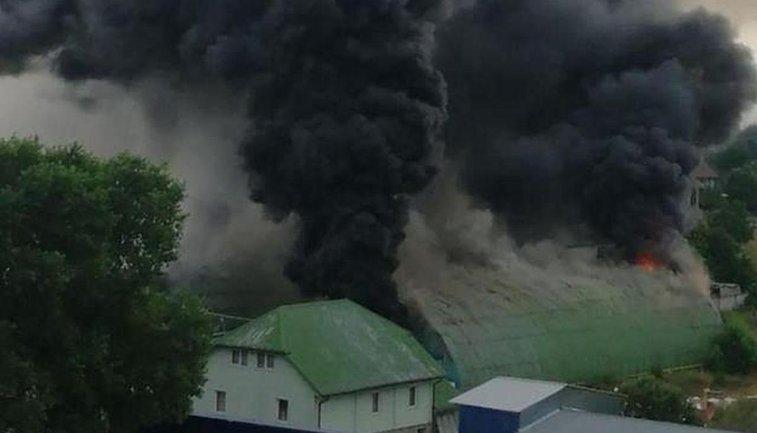 Едкий черный дым охватил всю Бучу - фото 1