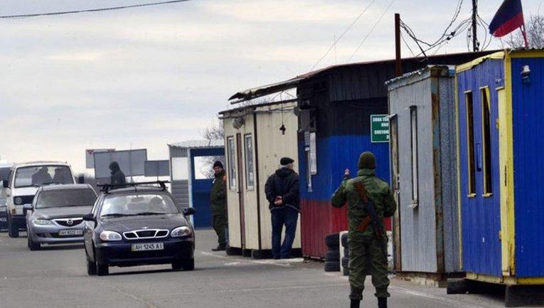 "Террористы ""ДНР"" устроили большой шмон на блокпостах - фото 1"