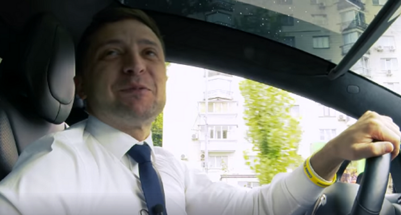 Зеленский за рулем Tesla обратился к нации – ВИДЕО  - фото 1