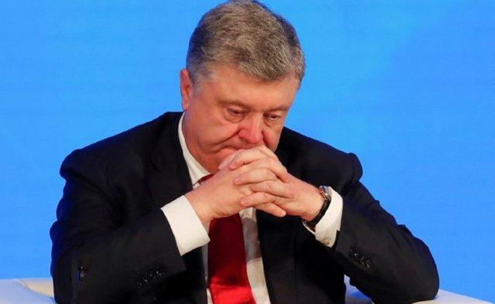 """""""Порох - геть!"""": на машине Порошенко попрыгал хулиган – ВИДЕО  - фото 1"""