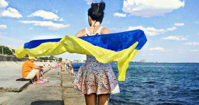 В Крыму вывесили флаг Украины – ФОТО, ВИДЕО  - фото 1