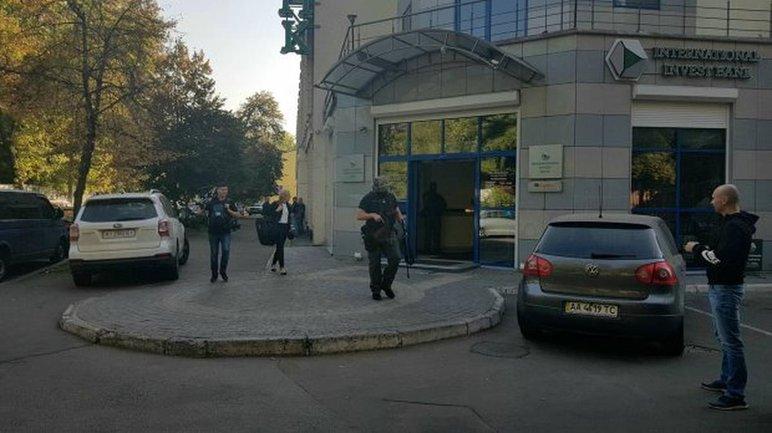 ГБР ищет доллары Порошенко в банке Порошенко  - фото 1