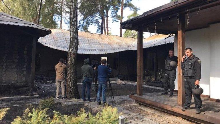 Дом Гонтаревой сгорел из-за запуска свето-шумовой ракеты - фото 1