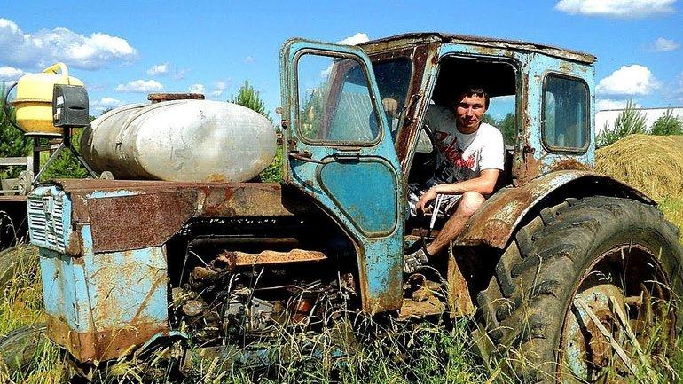 Хорошо быть трактористом: Министр образования назвала работу мечты - фото 1