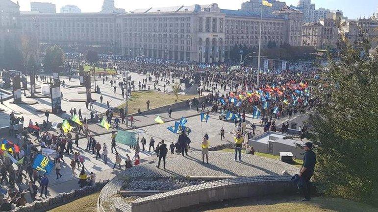 В центре Киева проходят марши против капитуляции с участием тысяч патриотов - фото 1