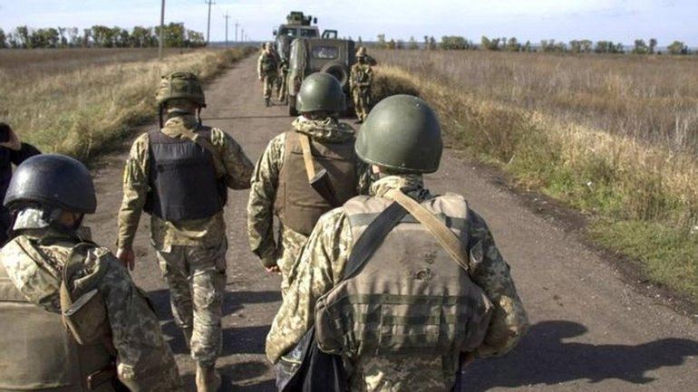 Бойцы ВСУ имеют все шансы отступать с позиций в Петровском под обстрелами - фото 1