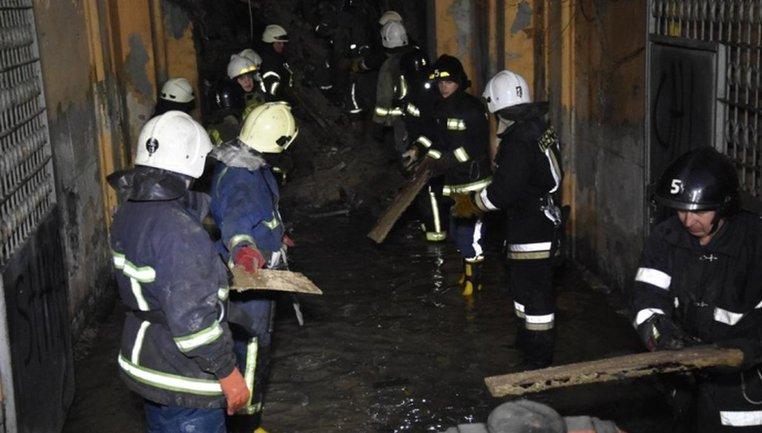 Спасатели продолжают разбор завалов в Одессе - фото 1