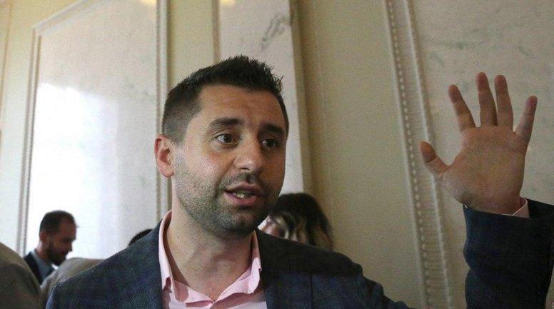Арахамия по-быстрому накрапал закон о продлении особого статуса Донбасса - фото 1