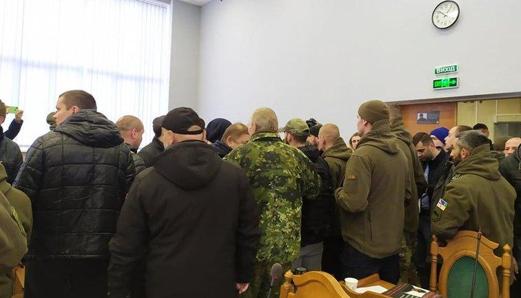 Титушки сорвали сессию горсовета Львова - фото 1