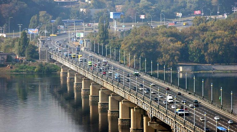 Движение по мосту Патона может привести к трагедии - фото 1