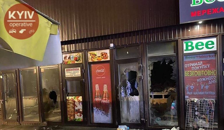 Преступники подожгли и расстреляли столичный рынок. У участка  полиции – ФОТО - фото 1