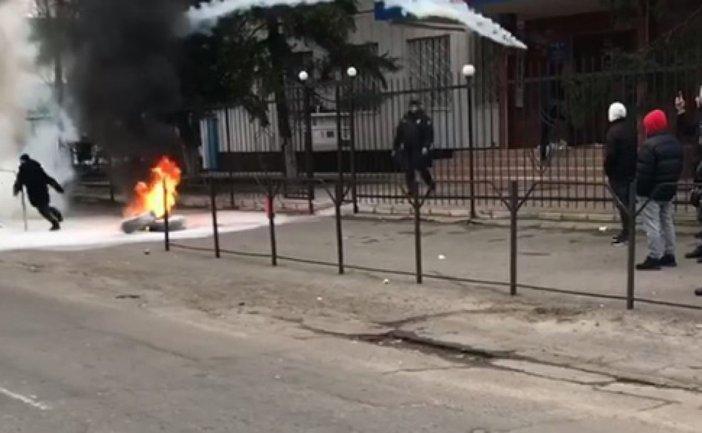 Жители Каховки  устроили массовый бунт у полиции – ФОТО, ВИДЕО - фото 1