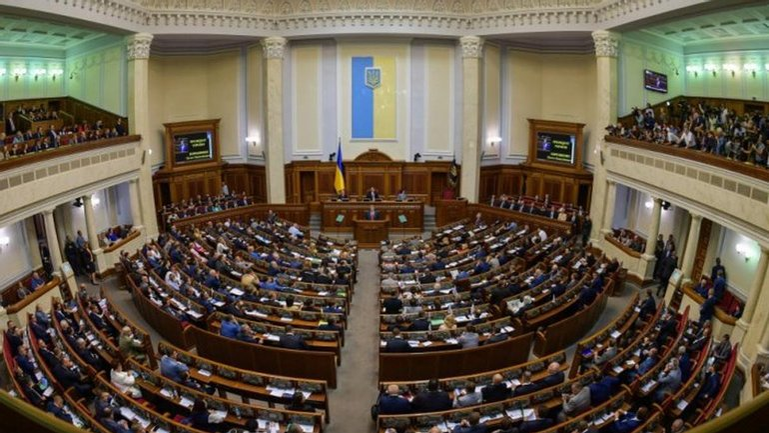 158 депутатов живут в Киеве за счет государства - фото 1