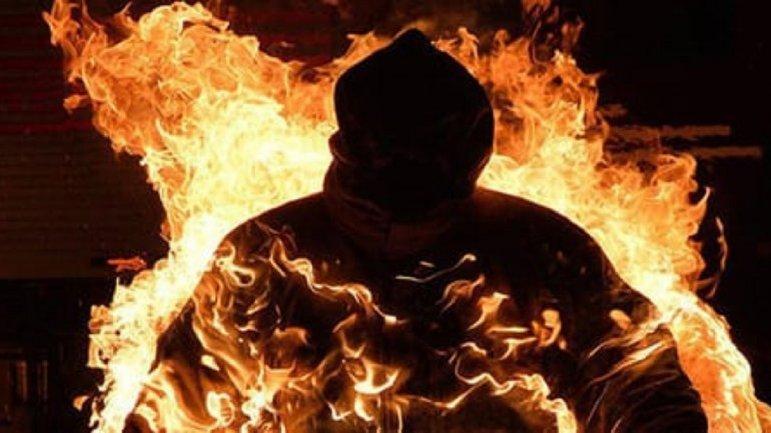 В Днепре мужчина сжег собутыльника под камеры телефонов прохожих - ВИДЕО  - фото 1