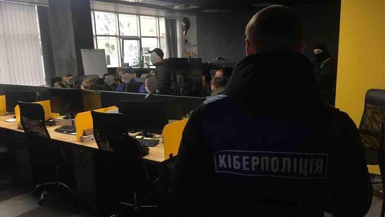Копы накрыли организаторов работы огромного онлайн-казино - фото 1