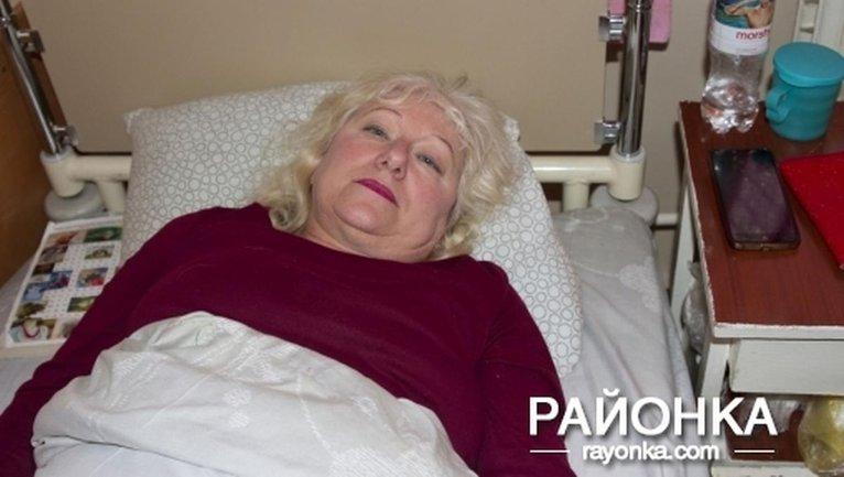Наталья Манько получила перелом позвоночника после падения на нее верхней полки в поезде - фото 1