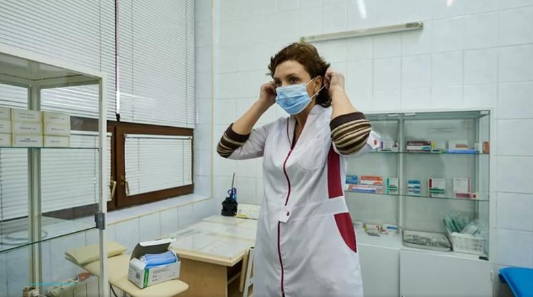 Врачи видят положительную динамику у болеющего китайским коронавирусом украинца - фото 1