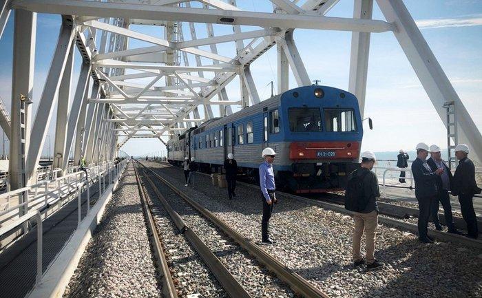 По Керченскому мосту запустили электричку в Россию - фото 1