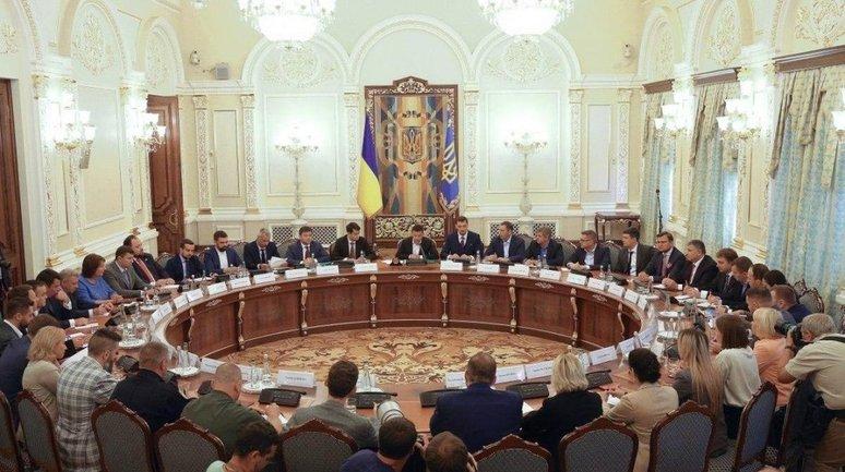 СНБО может ввести режим чрезвычайного положения на всей территории Украины - фото 1