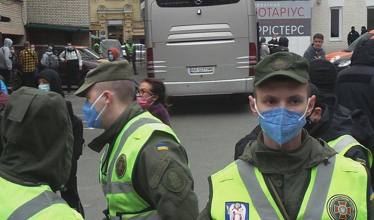 """Эвакуированного в """"Козацький"""" туриста-неудачника госпитализировали под надзором копов - фото 1"""