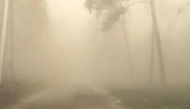 По Киеву влупила пылевая буря, мэрия бьет тревогу  - фото 1