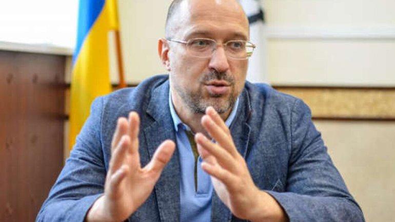 Некоторые ограничения в Украине продлятся 2 года   - Шмыгаль - фото 1