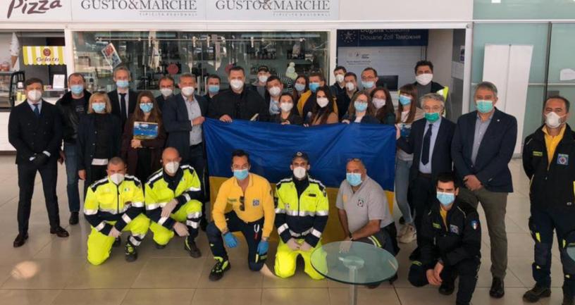 Украинские медики возвращаются из Италии – ФОТО - фото 1