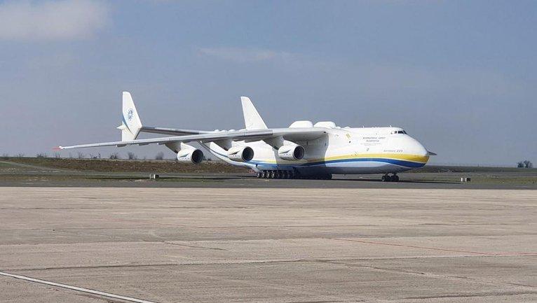 Зеленский назвал 100 тонн груза гуманитаркой просто так - фото 1