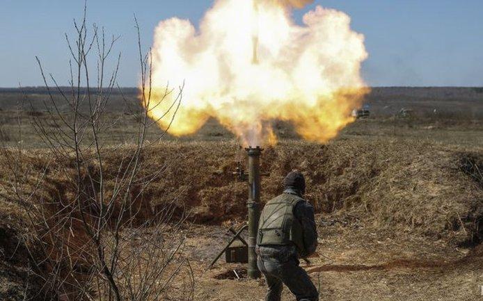 Боевики подорвали грузовик ВСУ, один воин погиб  - фото 1
