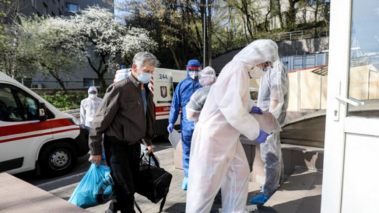 COVID-19 не отступает, счет в Украине перевалил за 21 тыс - фото 1