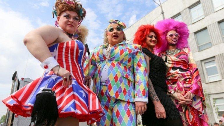 В Киеве отменили гей-парад, но ЛГБТ нашли выход - фото 1