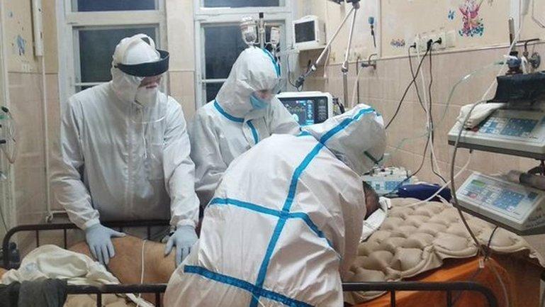 Коронавирусом заражается все больше украинцев - фото 1
