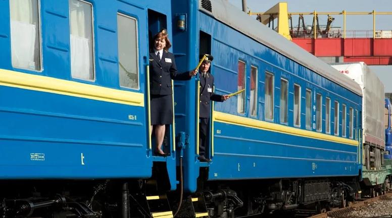 """В """"Укрзализныце"""" решили поувольнять своих нерадивых сотрудников, но не всех - фото 1"""