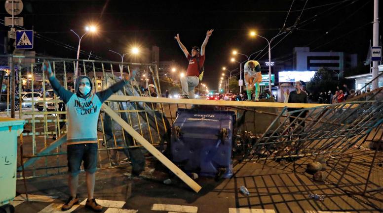 Страны-соседи призвали Лукашенко прекратить кровопролитие - фото 1
