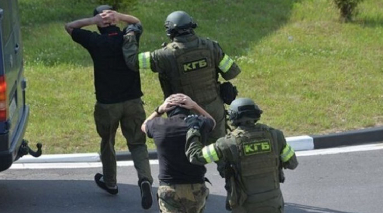 Военные преступники покидают Беларусь - фото 1