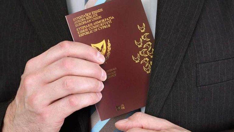 Разыскиваемые олигархи и экс-политики покупали гражданство Кипра - фото 1