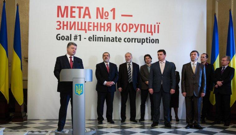 Петро Порошенко сам створив граблі, по яким топтався він й топчеться його наступник - фото 1