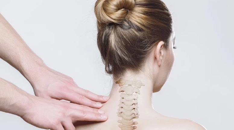 Боль в шее: безобидное перенапряжение или серьезный симптом - фото 1