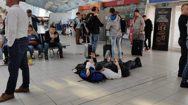 Иностранцев не пропускали в страну до вмешательства Киева - фото 1