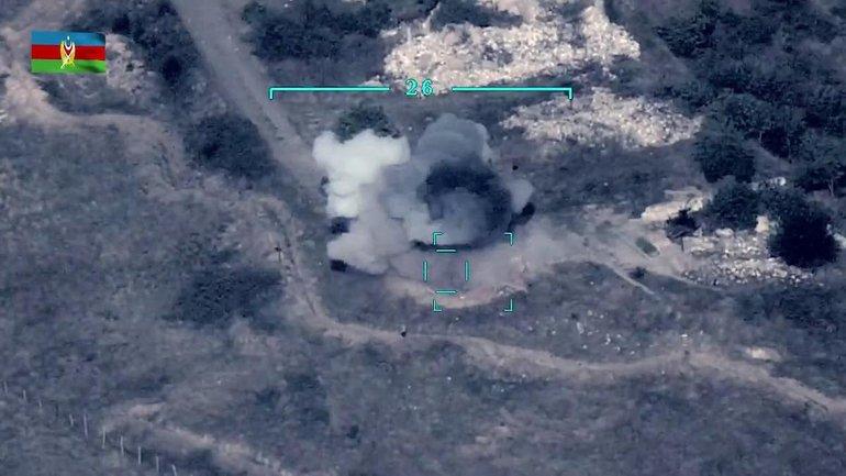 Азербайджан успешно громит технику оккупантов из турецких БПЛА - фото 1