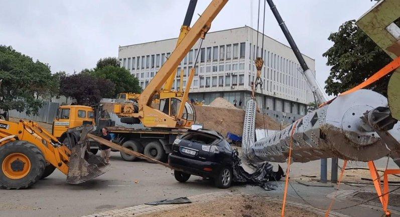 Lexus vs флагшток - фото 1