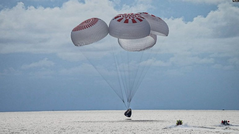 Crew Dragon повернув космічних туристів - фото 1